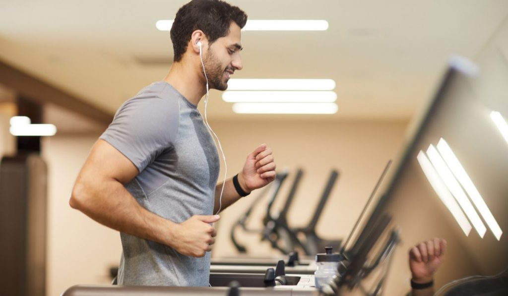 man exercising on the threadmill